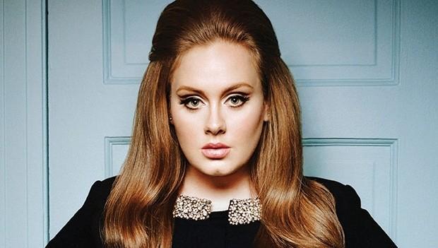 Adele é a artista que mais vendeu discos no mundo em 2015