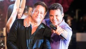 Eduardo Costa e Leonardo gravam comercial de TV