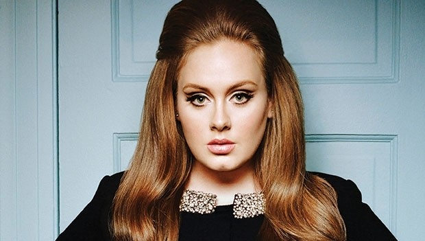 Adele assina contrato de R$ 468 milhões com gravadora
