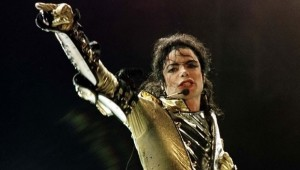 Michael Jackson está no topo da lista de famosos mortos mais rentáveis