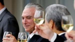 2ª maior manobra política em 20 anos garante vitória de Temer na CCJ
