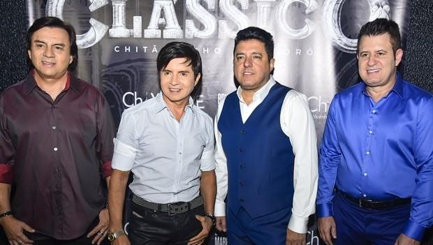 """Projeto """"Clássico"""" divulga vídeo de 'Página de Amigos'"""