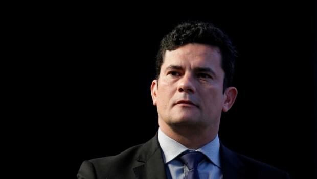 Juristas colocam Moro no 'banco dos réus' em Curitiba