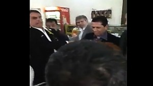Bolsonaro leva ovada de manifestante em Ribeirão