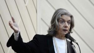 Cármen Lúcia decide investigar salários de juízes