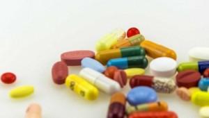 Laboratórios vendem medicamentos acima do preço máximo ao SUS