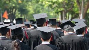 Formados em curso superior ganham menos de R$ 3 mil
