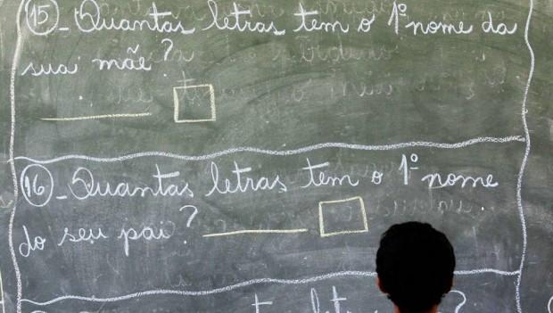 Pesquisa aponta que 90% de pais de estudantes são contrários à progressão continuada