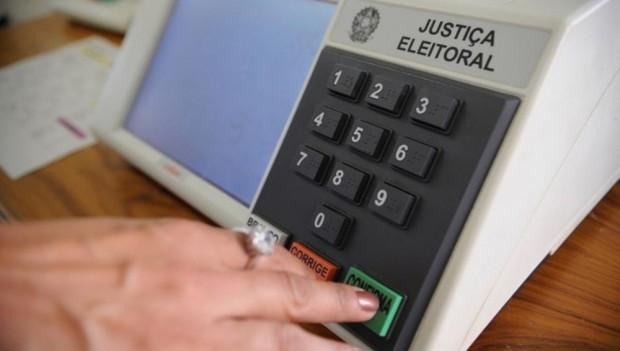 Pesquisa mostra que brasileiros não seguem líderes religiosos na hora de votar